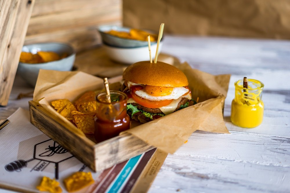 bizzy-bee-burger2