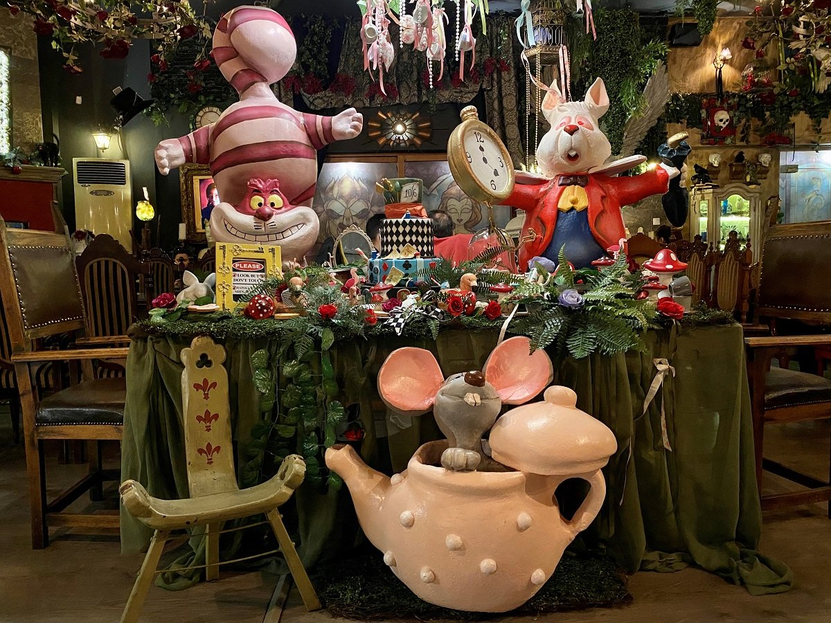 fairytale-franchise-Alice-wonderland