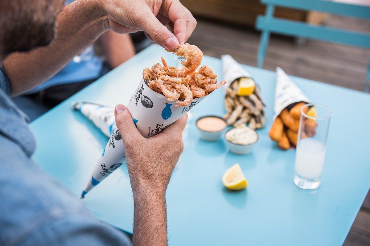 ζήσης ψαρακι στο χωνακι healthy street sea food